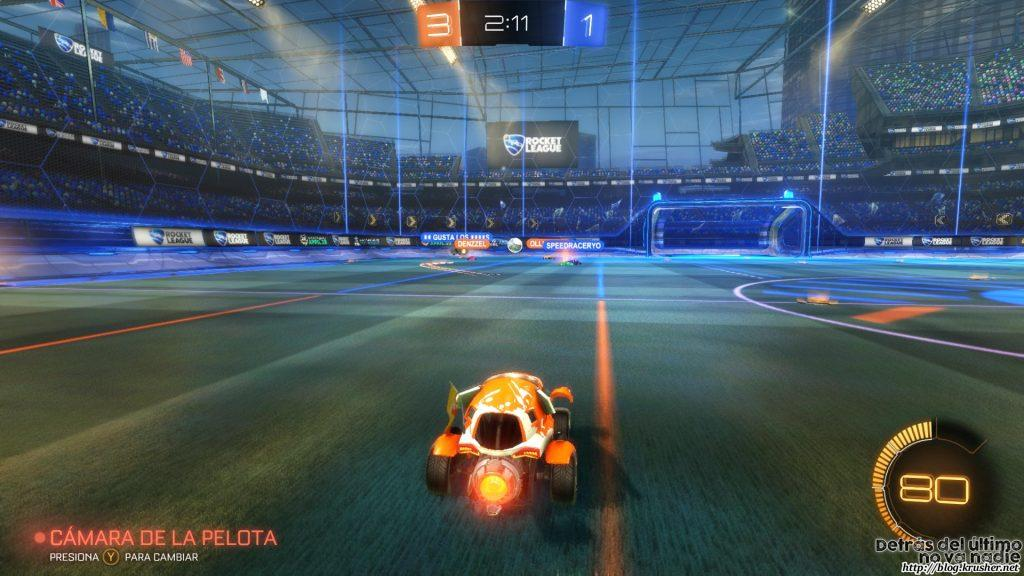 La cámara puede apuntar hacia delante o hacia el balón. Yo prefiero lo segundo por raro que parezca.